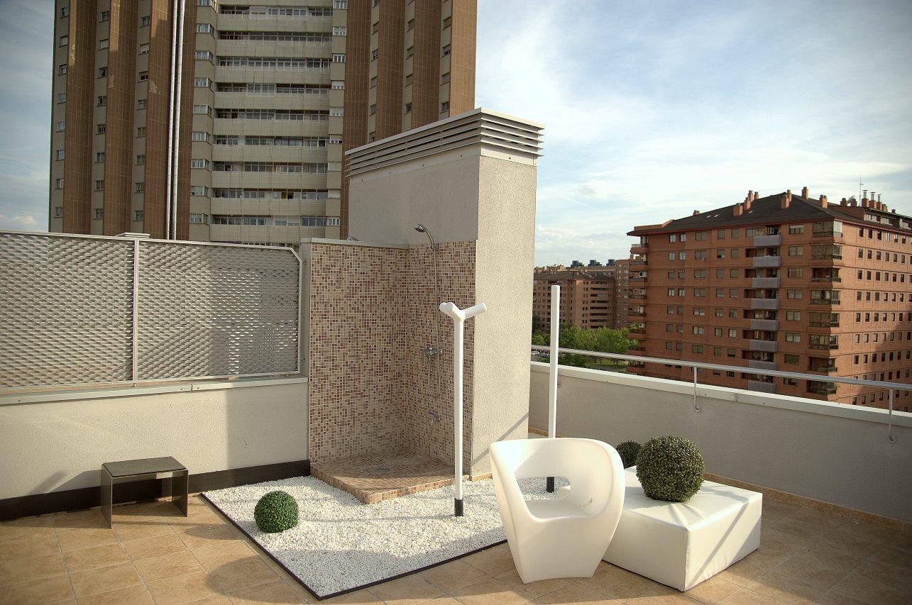 de cuidado diseo para integrarse con la esttica general de la terraza sobresale como una opcin prioritaria para los amantes del sol