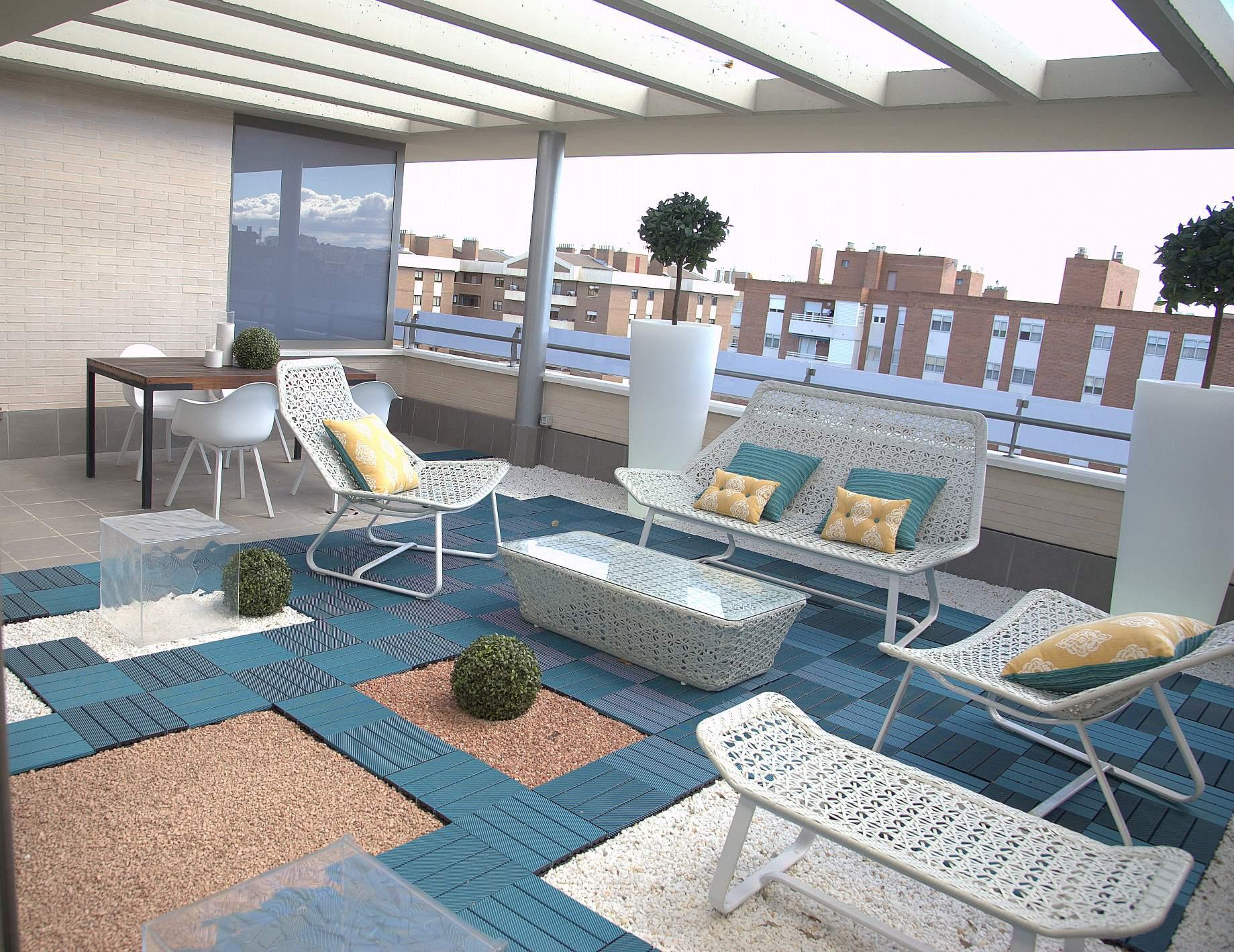 Maceteros iluminados un juego de luces en la terraza - Piscinas para terrazas aticos ...